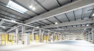 Dock3 Lausitz - Gebäudeansicht Werkhalle - chairlines medienagentur
